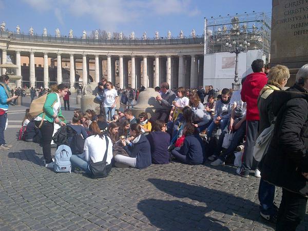 Turisti a Piazza San Pietro a Roma © ANSA