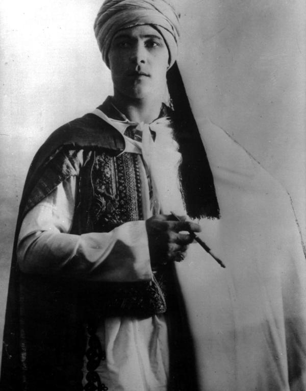 Rodolfo Valentino, il divo è scomparso 90 anni fa