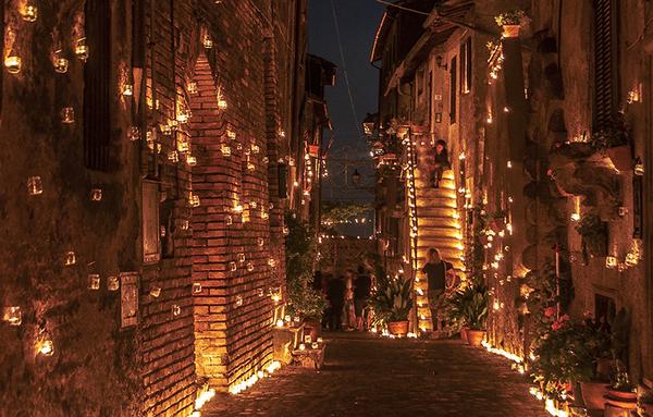 A Vallerano torna la notte delle candele