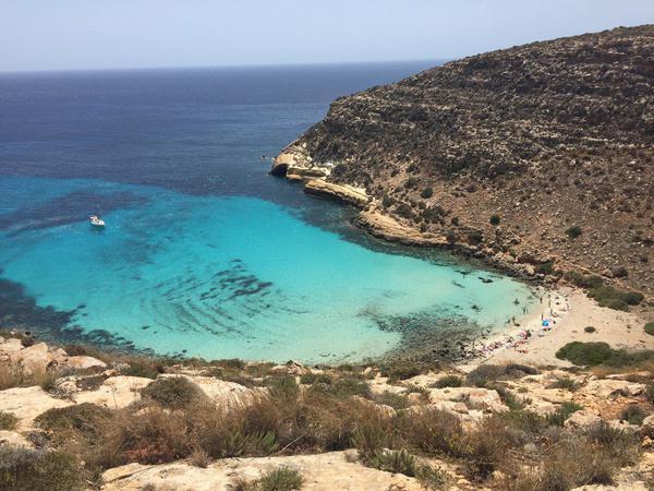 Spiaggia conigli la pi bella d 39 italia evasioni for Scrittore di lampedusa