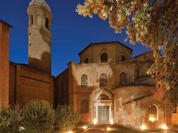 Mosaico di notte , manifestazione per visite serali dei preziosi mosaici nei luoghi archeologici di Ravenna © ANSA