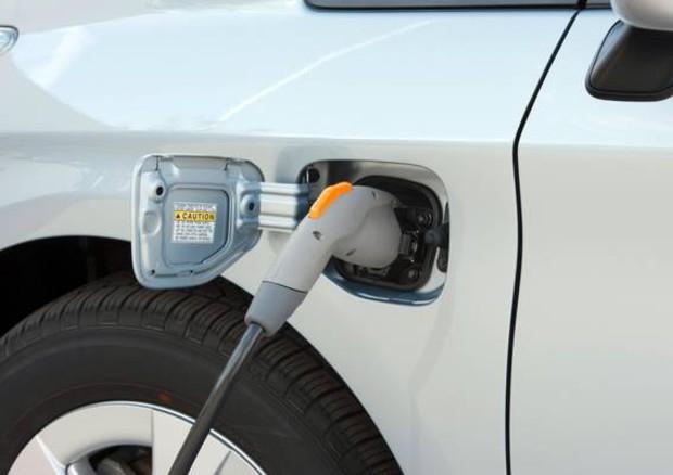 Auto: Delrio, piano per elettrico, 20.000 stazioni in 3 anni