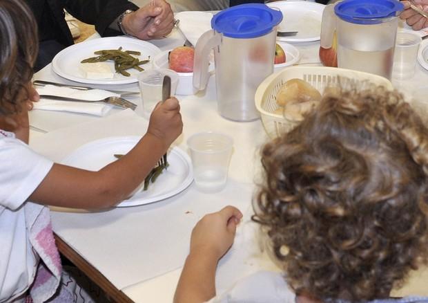 Mense scolastiche stop cibo spazzatura controlli dei Nas a campione