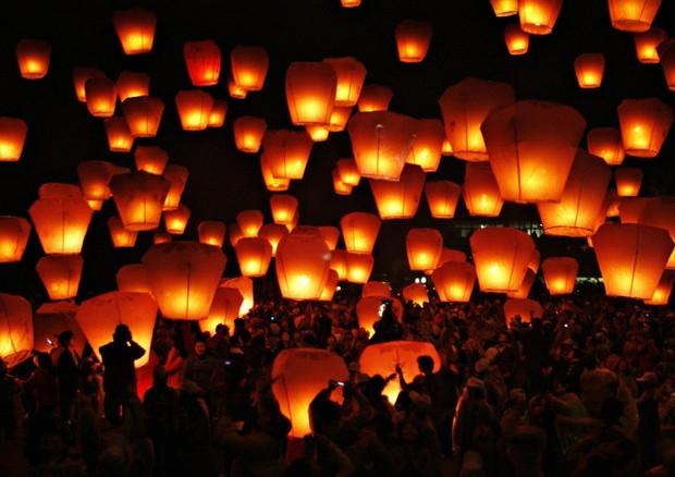 Sequestrate lanterne volanti all'amianto, allarme Ministero © ANSA