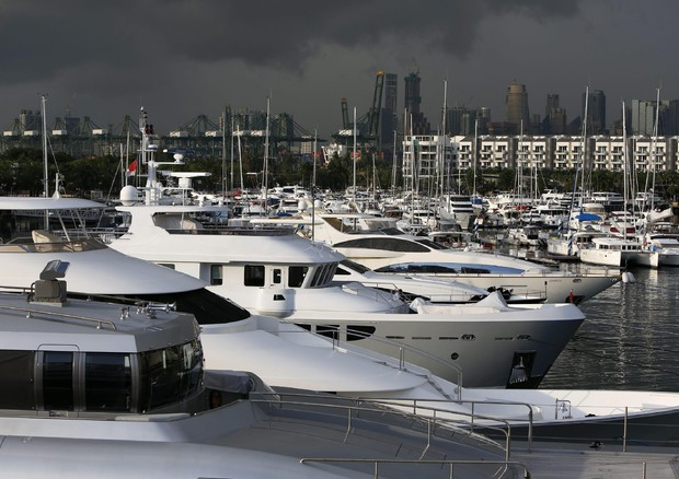 Singapore luxury yachts © EPA