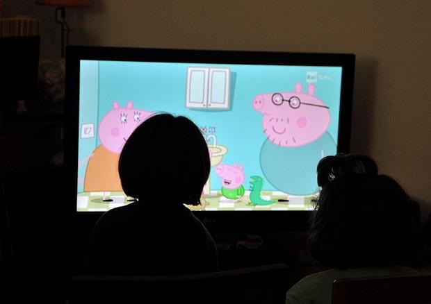 Non lasciate mai i vostri bambini davanti allo schermo. Lo dice l'Oms