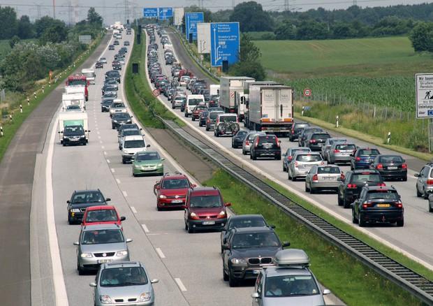 Germania, la Corte Ue boccia il bollino per le autostrade: