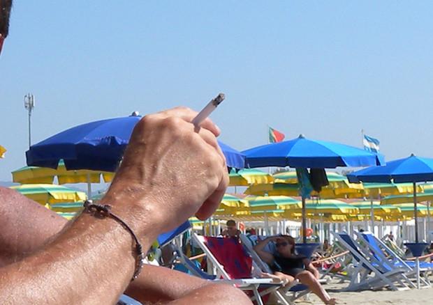 Codacons, estendere il divieto di fumo in spiaggia in tutta Italia