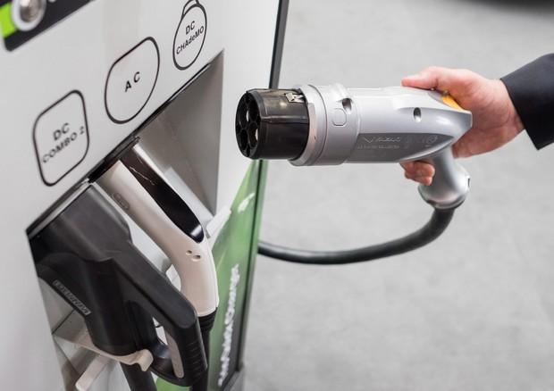 Le nuove case dovranno avere un punto ricarica per le auto elettriche