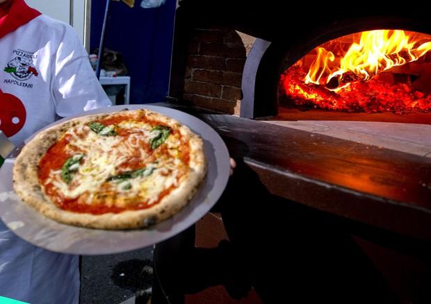 Marotta (PU): ha una crisi epilettica in pizzeria, la ristoratrice la rimprovera