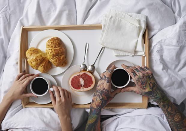 San valentino colazione a letto 90 ricette per due in - Colazione a letto immagini ...