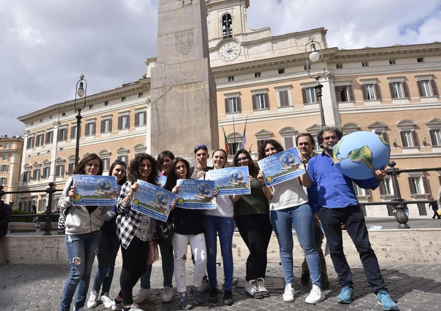 Flash mob dei Verdi per l'Earth Day © ANSA