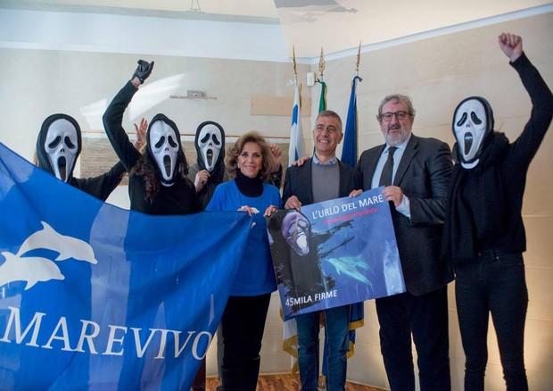 Trivelle: 45 mila firme in difesa mare Taranto