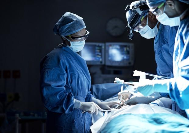 Donna incinta con grave melanoma oculare salva grazie ai medici di Torino