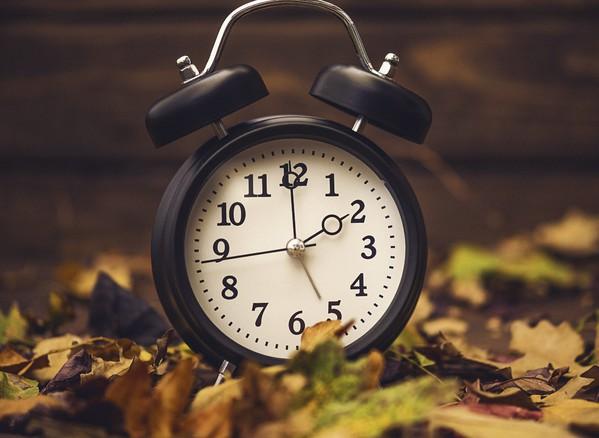 Torna l'ora solare, lancette un'ora indietro © Ansa