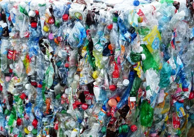 Riciclo rifiuti, l'Italia al 76,9%, è la prima in Europa