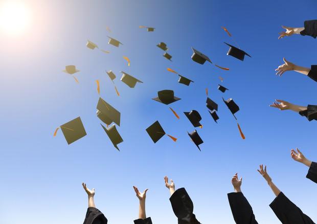 Per i laureati 3 anni in più di vita ma 5 milioni di italiani rinunciano alle cure © Ansa