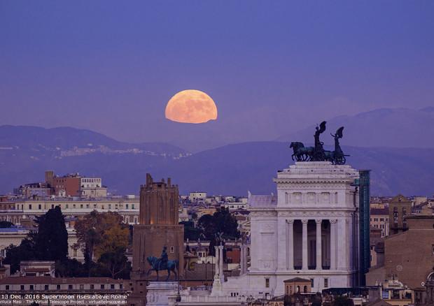 La notte della superluna: naso all'insù domenica 3 dicembre, tempo permettendo