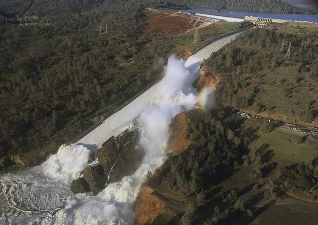 California: cavalli sfollati per il rischio collasso della diga