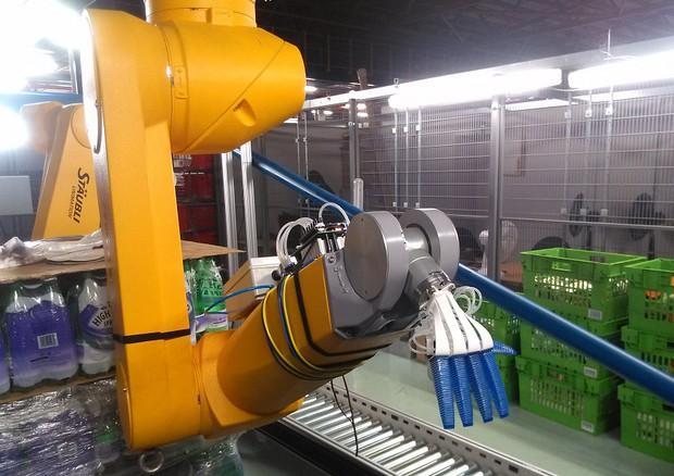 Robot italiani 'assunti' da più grande supermaket online (fonte: Soma/Ocado) © Ansa