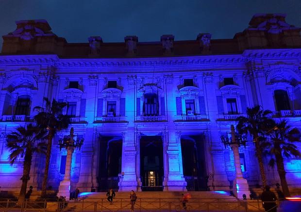 Giornata mondiale autismo, i monumenti illumimati di blu © ANSA