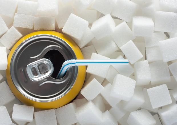 Le bibite zuccherate invecchiano il cervello, rischi anche con le diet
