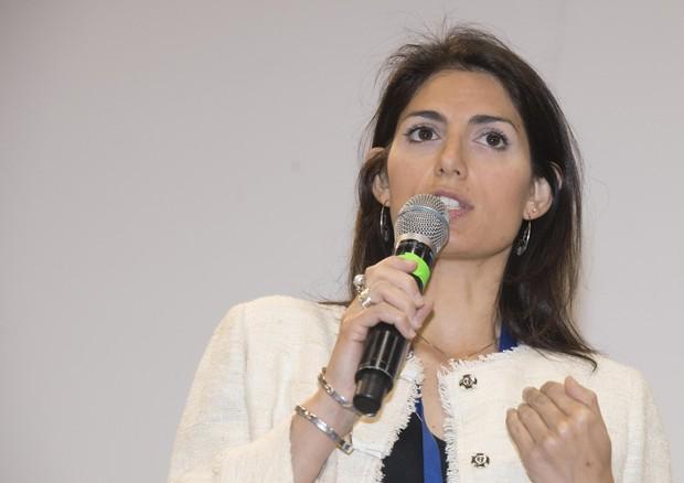 Rom, la ricetta Raggi: con i fondi Ue chiudiamo i campi