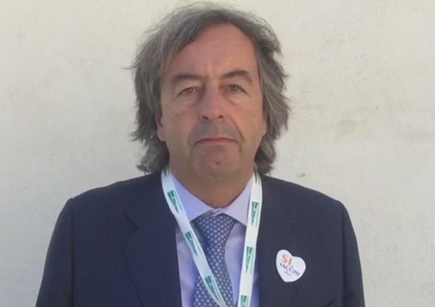 Minacce di morte al medico Roberto Burioni dai no-vax