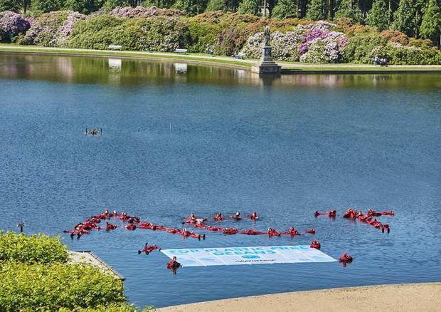 G20 blitz attivisti greenpeace in lago a brema for Laghetto in plastica