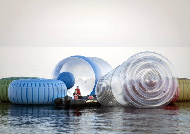 Dopo i sacchetti della spesa, in arrivo una nuova tassa sulla plastica
