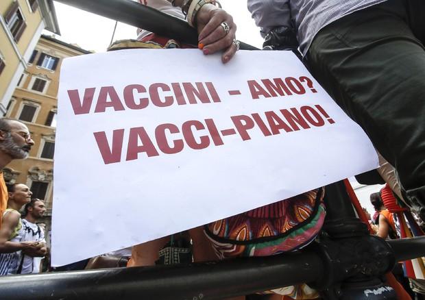 I Nas perquisiscono la casa di Trieste del medico No vax