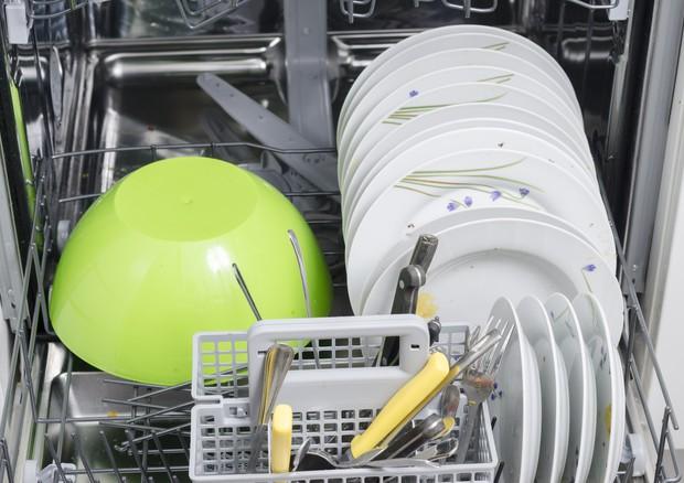 La lavastoviglie non scarica acqua perché e cosa fare