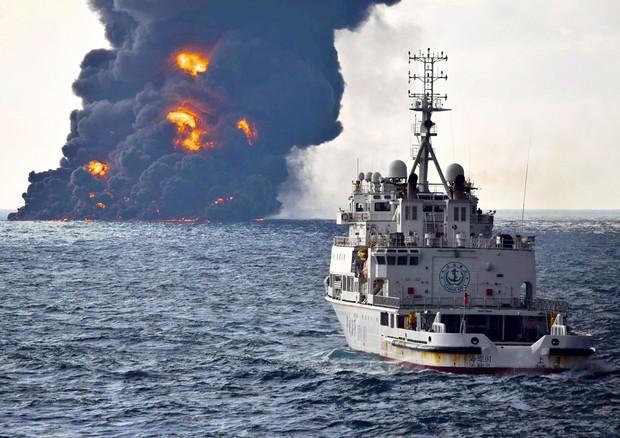 Iran. Affondata la petroliera in fiamme al largo delle coste cinesi