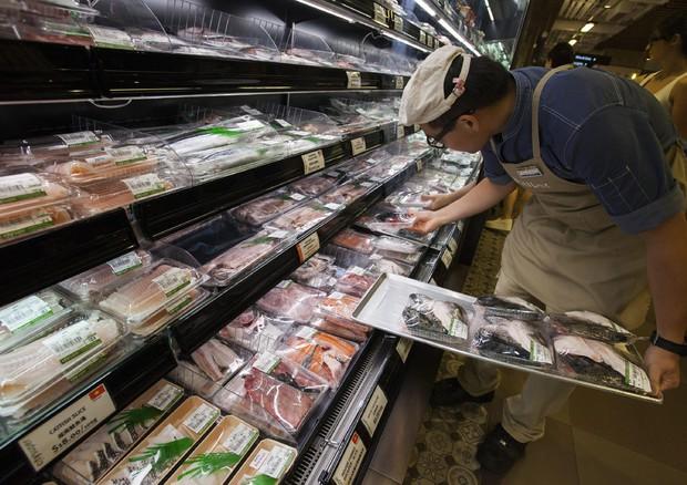 Spreco alimentare: ogni italiano butta 145 Kg di cibo all'anno nella spazzatura