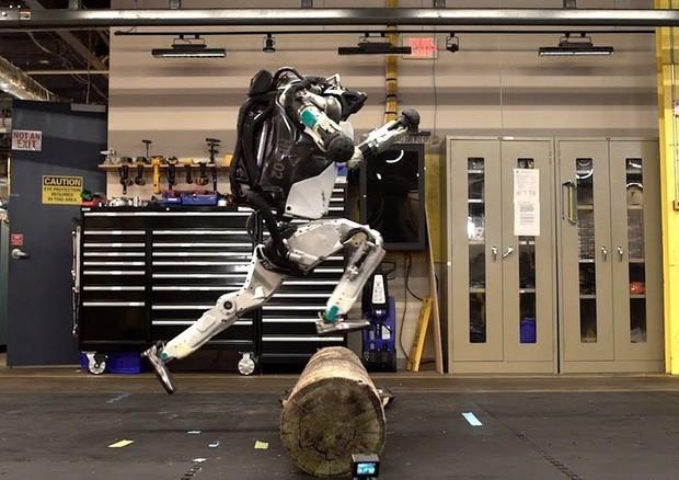 Il Robot che fa Parkour