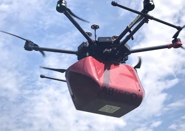 Il drone protagonista del primo test per il trasporto di sangue (fonte: ABzero) © Ansa