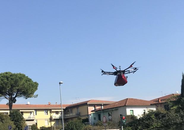 Il primo volo al mondo del drone 'salvavita'  © Ansa