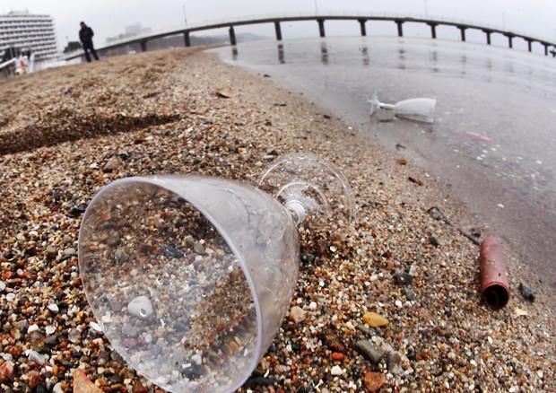 Il Parlamento europeo lancia la lotta alla plastica