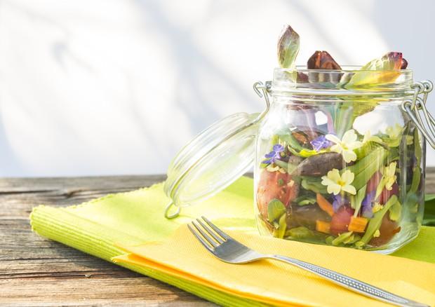 Fiori da cucina, uno ha il sapore dell\'ostrica - A tavola con ANSA ...