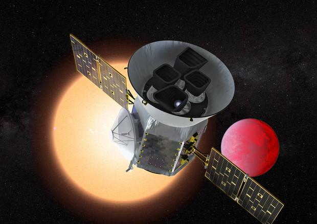 Rappresentazione artistica del telescopio spaziale Tess della Nasa e di un pianeta vicino alla sua stella (fonte: NASA/GSFC) © Ansa