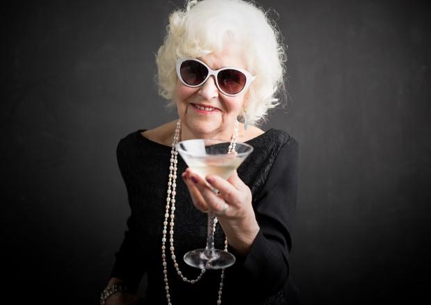 L'alcol il più grande fattore di rischio per demenza precoce © Ansa