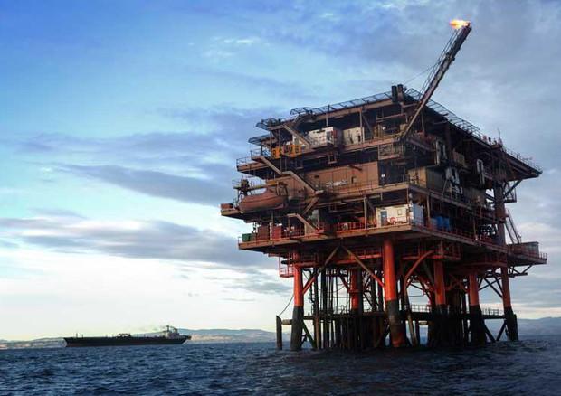 Una piattaforma per estrazione idrocarburi nell'Adriatico © ANSA