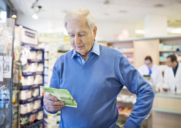 La sanità pagata sempre più di tasca propria, soprattutto dagli anziani © Ansa