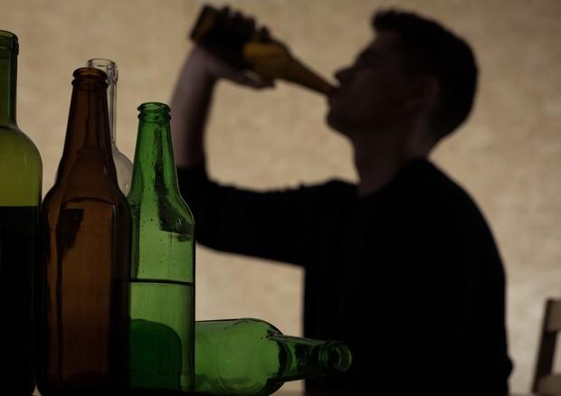 Alcol e giovani © Ansa