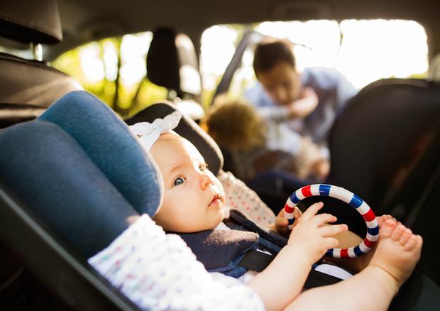 Bimbi in auto roventi, per non dimenticarli 6 consigli ...