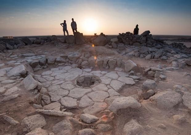 Una delle strutture di pietra nelle quali veniva cotto il pane più antico mai scoperto (fonte: Alexis Pantos) © Ansa
