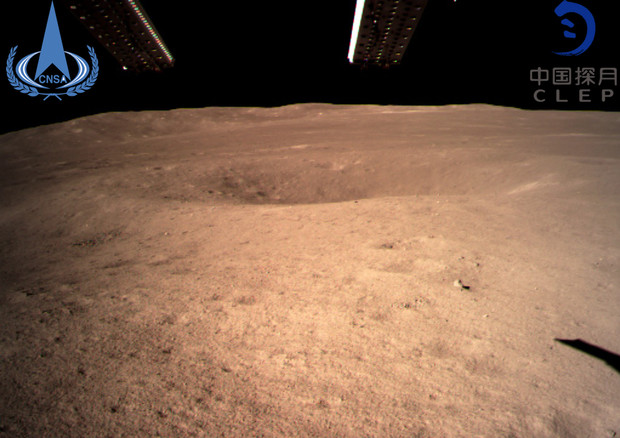 Spazio, la sonda cinese si posa sul lato oscuro della Luna