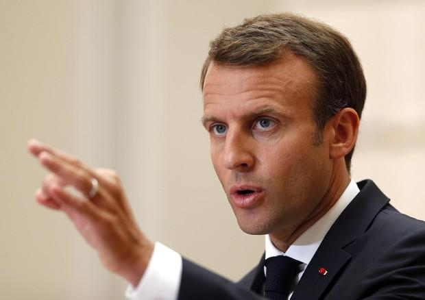 Mattarella ignora gli insulti a Conte e telefona a Macron