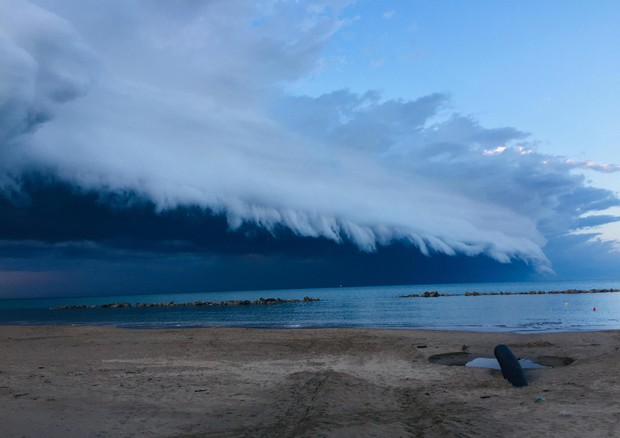 La shelf cloud (comunemente detta