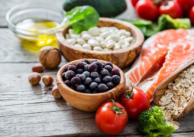 Pomodoro, pesce e cereali, la fertilità maschile servita a tavola © Ansa